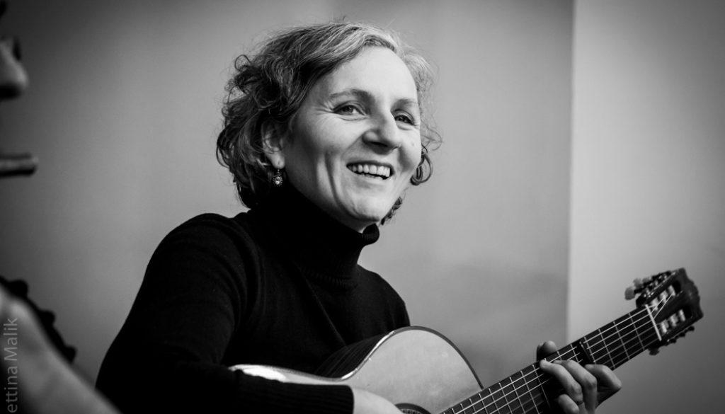 Ellen S. Spiegel - Gitarre und Gesang